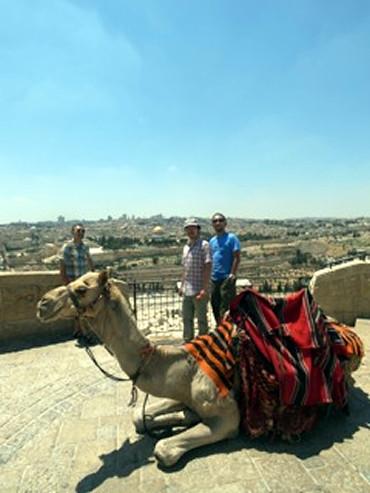 いったい何を食べてるの!? 世界一騒がしい街・エルサレム!