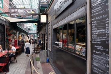 フランス人はケチじゃない! パリの骨董市街の幸せレストラン。