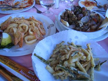 やっぱイタリア・・・ 美味いものは美女に聞け。 宇宙一オシャレなカプリ島のランチ。