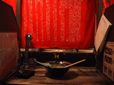 """昭和35年開業、会員制ラーメン屋からスタート。 福岡の有名店""""一蘭""""行きつくは個室な空間。"""