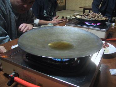 鍋で地球平和!。 フェラーリ的な美しき鍋とジンギスカンの夢のコラボ。