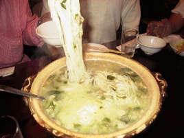 """偶然の産物 「煮こみ麺」       ~六本木""""香妃園""""こうひえん~"""