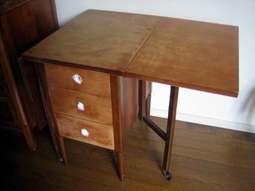 人間国宝 市川歌右衛門氏の愛用のサイドテーブル