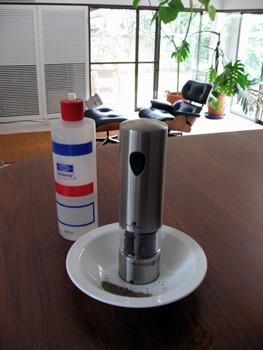 プジョー社のペッパーミル(胡椒引きマシン)電動タイプ