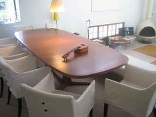 ノルゥエー製のアンティークのテーブル