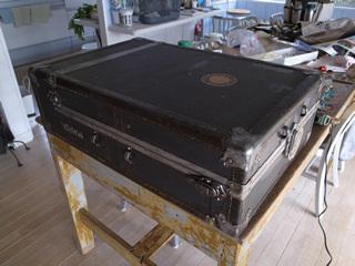 ジイさんの遺品は船旅用のスーツケース。