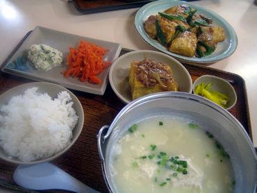 """豆腐に始まり豆腐に終わる。 豆腐屋が経営する食堂の名前はそのまま""""豆腐食堂"""""""