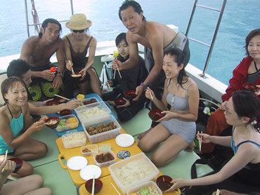 誰と食うか、どこで食うか。 宮古島の格別に美味しいお弁当、そしてダイビング。