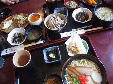 沖縄的ファミリーレストラン。 ファミレスと定食屋のギリギリを行く!!