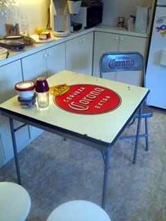 コロナビールのピクニック・テーブル&チェアー