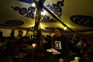 ダライラマのお忍びの店、ラサのチベットレストラン